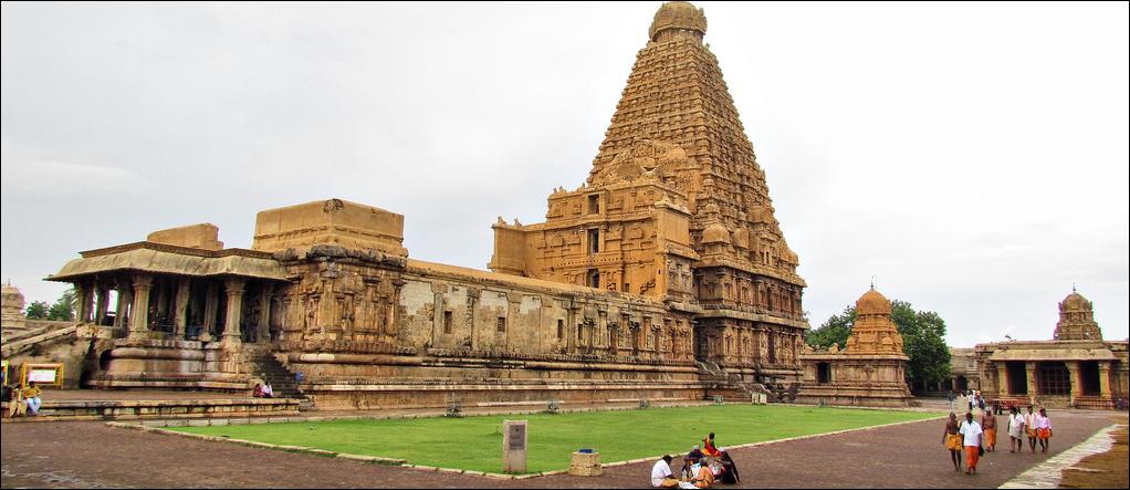 Brihadeeshwara temple Tamil Nadu